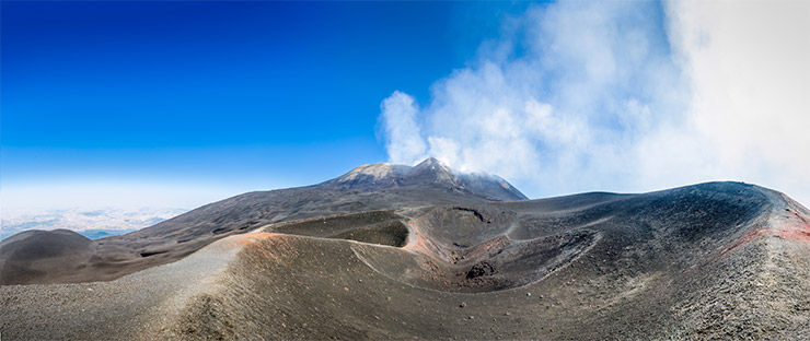 Growth, the alkaline period Etna mount volcanic